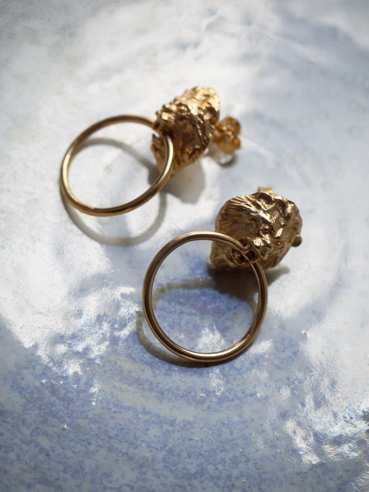 Noble lion small gold earrings