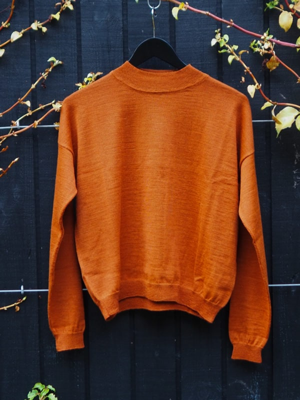 Mock neck knitted arvo sweater copper