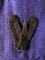 Yak mittens – dark brown