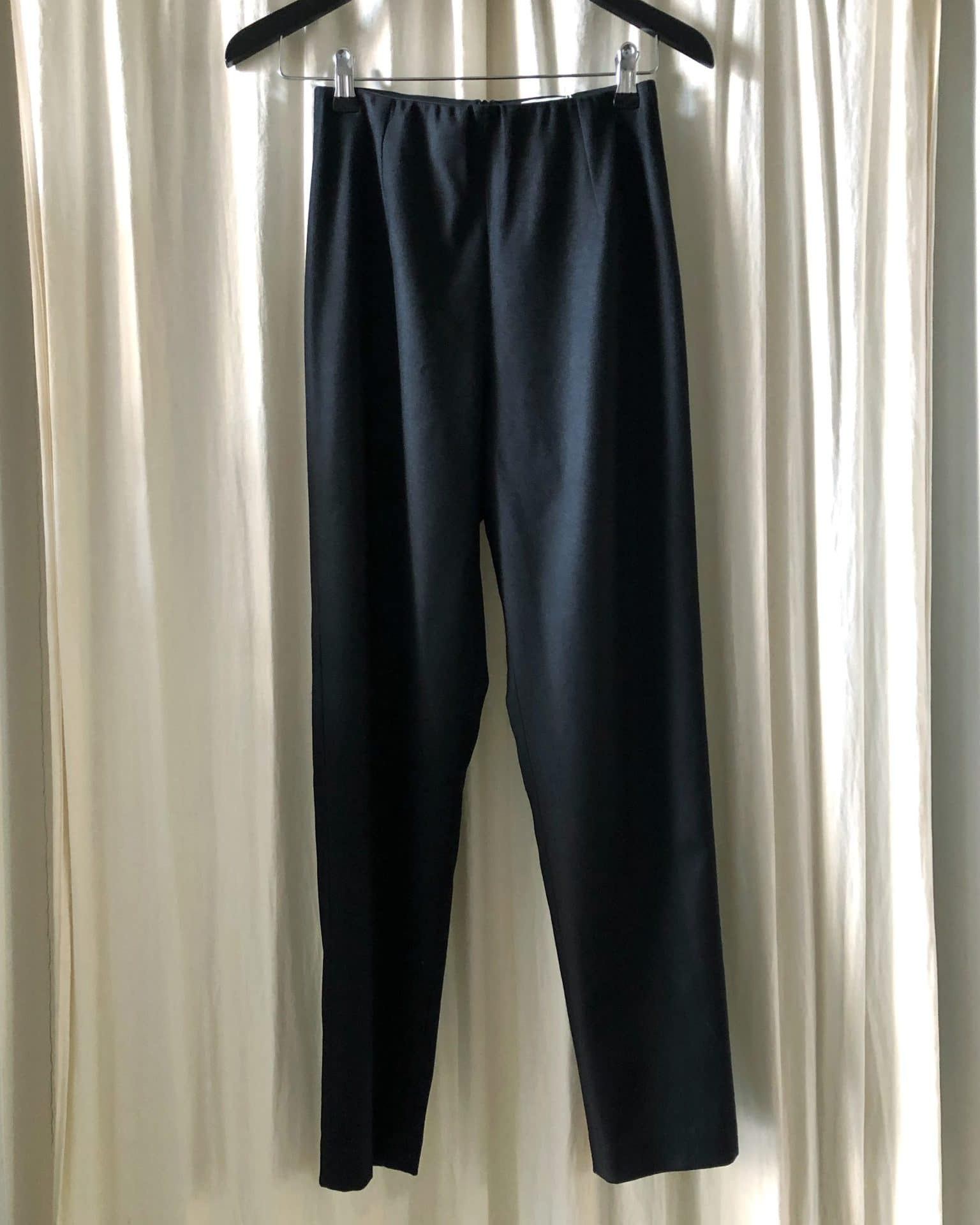 The straight pants black