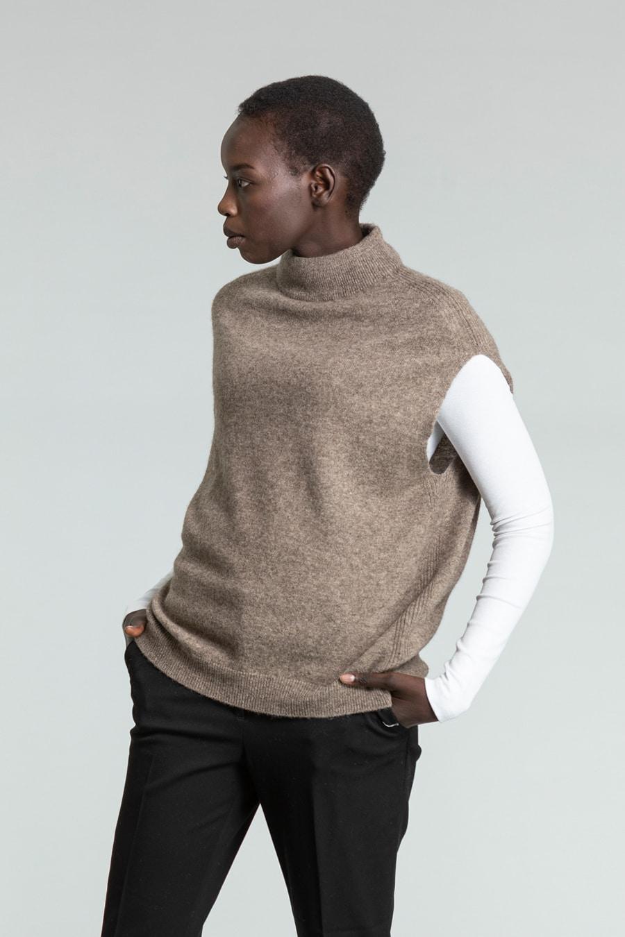 Yak vest – oat brown